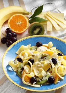 Käse-Salat mit Früchten und Reis Fotohinweis: Wirths PR