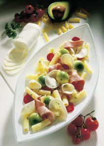 Röhrchen mit buntem Salat Fotohinweis: Wirths PR